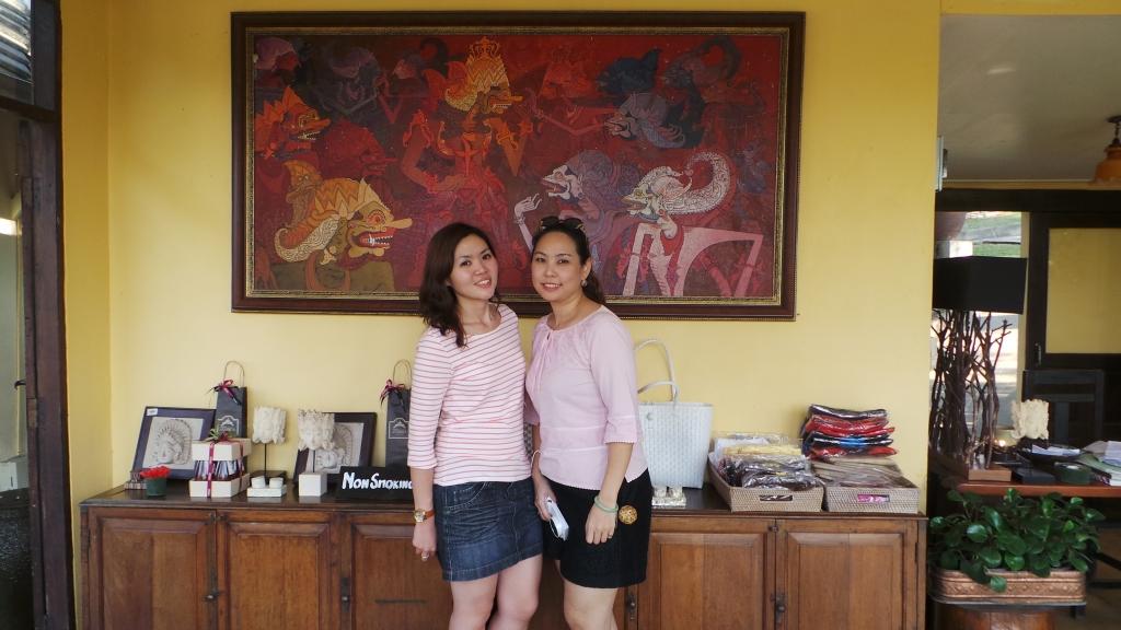 ถ่ายรูปคู่กับ @noot010 บริเวณ Lobby ที่พัก
