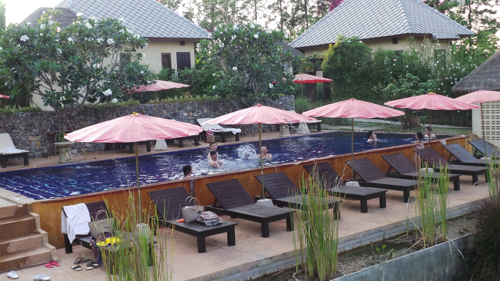 สระว่ายน้ำ @ วิลล่าเขาแผงม้า www.villakpm.com