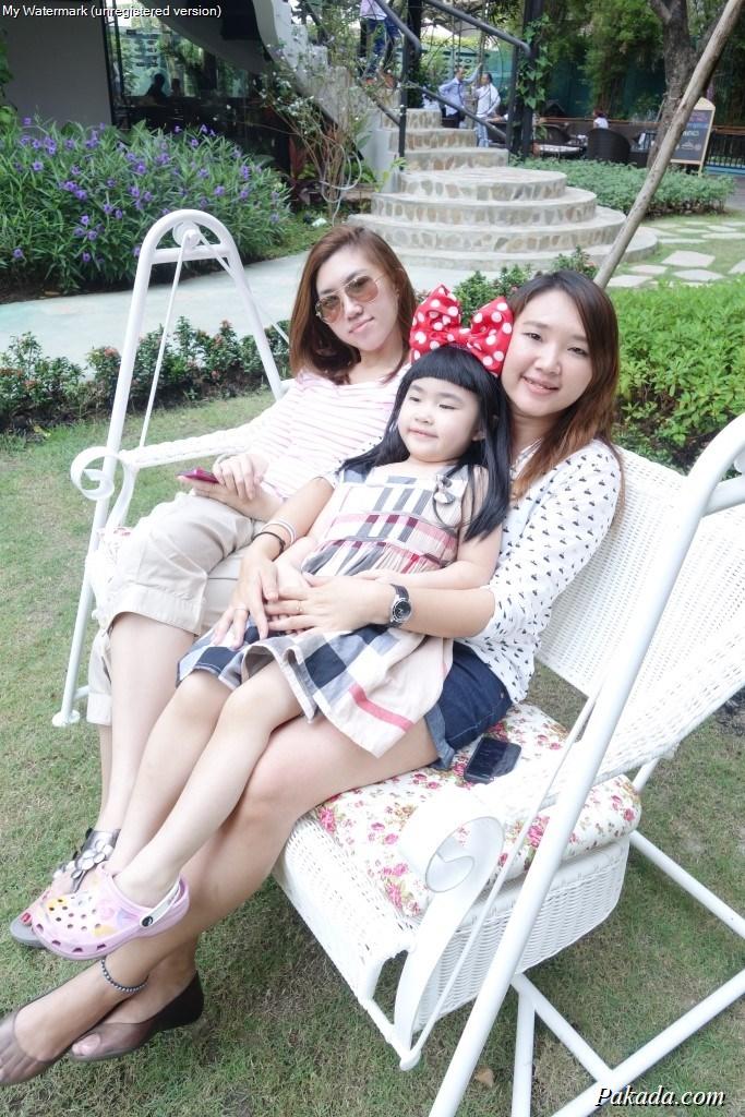 วันพักผ่อนของครอบครัว กับชิงช้าในสวนสวย
