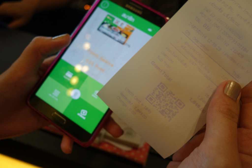 ขั้นตอนการชำระเงิน เพียงแสดงบัตรสมาชิกออนไลน์ใน App ลดทันที 10% หลังจากได้บิลแล้วสแกน QR Code เพื่อสะสมคะแนน เป็นอันเสร็จพิธี